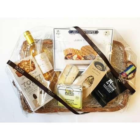 Cesta de navidad con productos gourmet