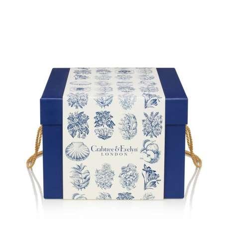 Galletas y mermeladas en caja de regalo