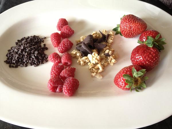 Chocolate, frambuesas, cereales gourmet, fresas