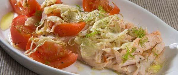 Salmón al hinojo con tomates