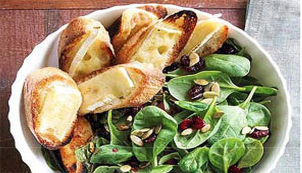 Ensalada de espinacas con queso montagnolo