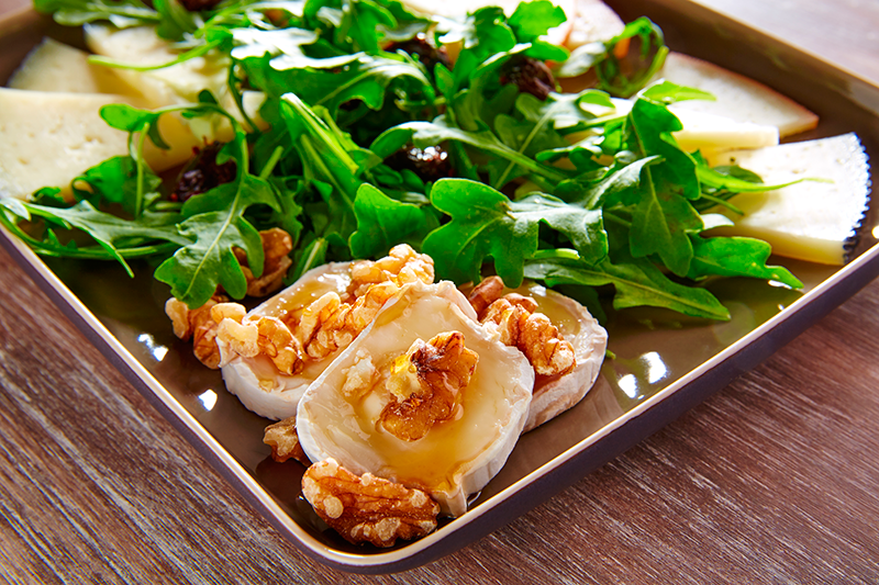 Arugula-mediterranean-salad-with-goat-cheese-honey-and-nuts-